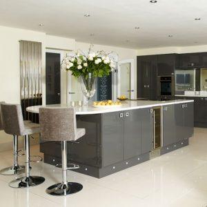 Sleek-and-chic-grey-kitchen